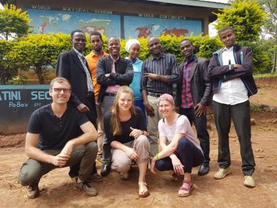 Schoolboard Shighatini Secondary School und Eckart Schwerin-Stiftung Team