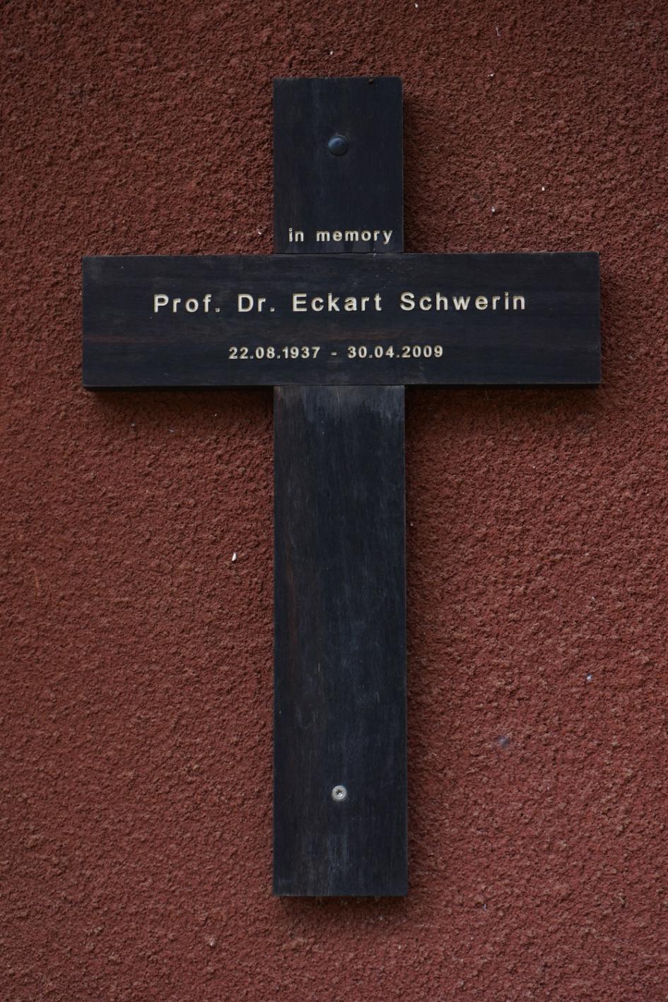 Prof.Dr. Eckart Schwerin Kreuz, Manka Secondary School