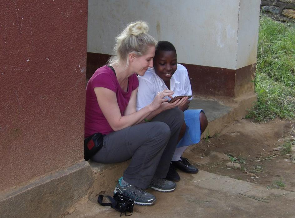 Schüler im Gespräch mit Team-Manka